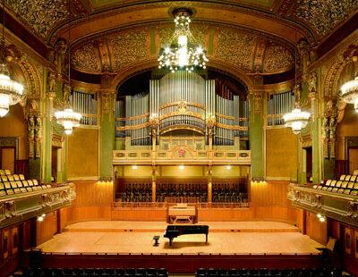 Auf den Spuren des Komponisten: der Saal der Liszt Musikakademie