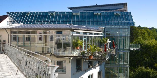 Herausragend - in jeder Hin-Sicht: Das Bürgerhaus liegt hoch über dem Isartal