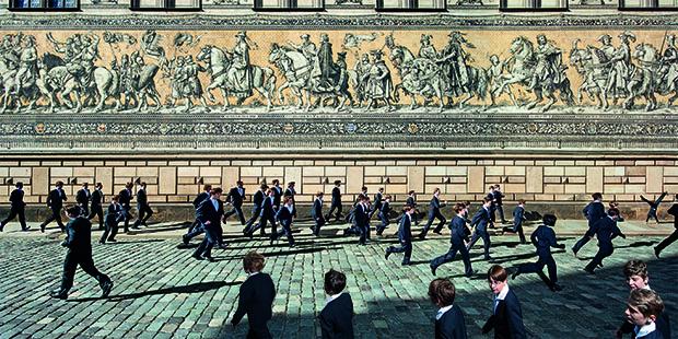 Unterwegs am Stallhof: die Knaben des Dresdner Kreuzchors