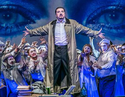 Taras Konoshchenko (Méphistophélès), Chor und Extrachor des Theater Lübeck
