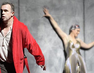 Simon Neal (Oedipe) und Katharina Magiera (Sphinx)
