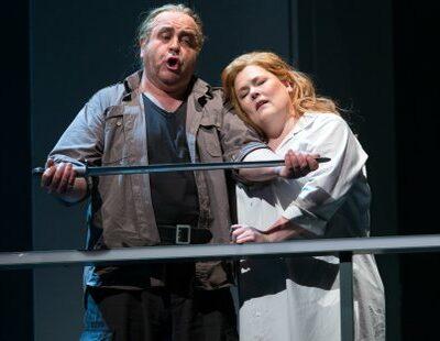 Siegfried (Thomas Mohr), Brünnhilde (Christiane Libor)