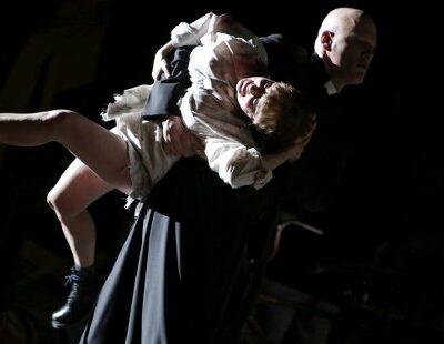 Natalie Karl (Johanna), Dennis Wilgenhof (Vicar Inquisitor)