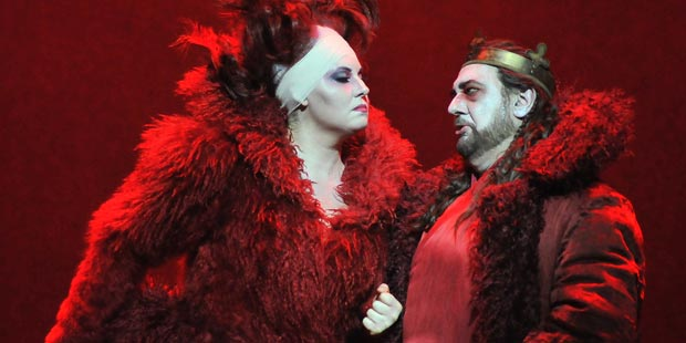 Liudmyla Monastyrska (Lady Macbeth), Plácido Domingo (Macbeth)