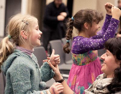 """Spielerisch werden die Kinder an Ihre Rollen von Webers Oper """"Freischütz"""" herangeführt"""