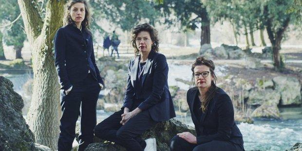 Die Regisseurinnen: Susanne Kennedy, Suzan Boogaerdt und Bianca van der Schoot