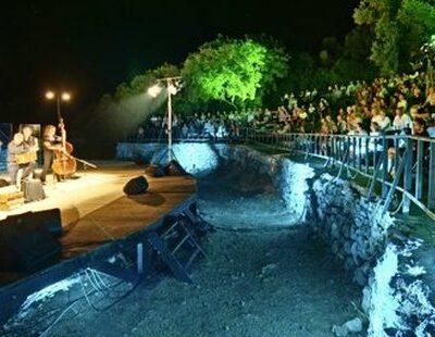 Unterm Sternenzelt: Das Amphitheater von Samos bildet die Hauptspielstätte des Festivals
