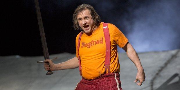 Furchtloser Wagnerheld: Vincent Wolfsteiner als Siegfried