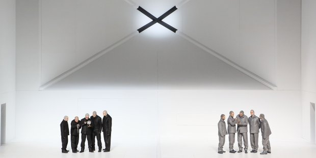 Mitte links: Rolando Villazón (Robert Falcon Scott), Mitte rechts: Thomas Hampson (Roald Amundsen)