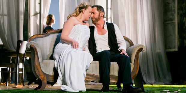Edith Haller (Isolde) und Jeffrey Dowd (Tristan)