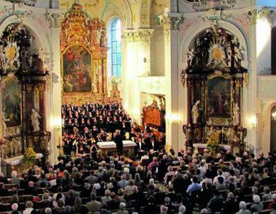 Zum Festival-Abschluss dirigiert Manfred Honeck stets geistliche Musik in der Wolfegger Pfarrkiche