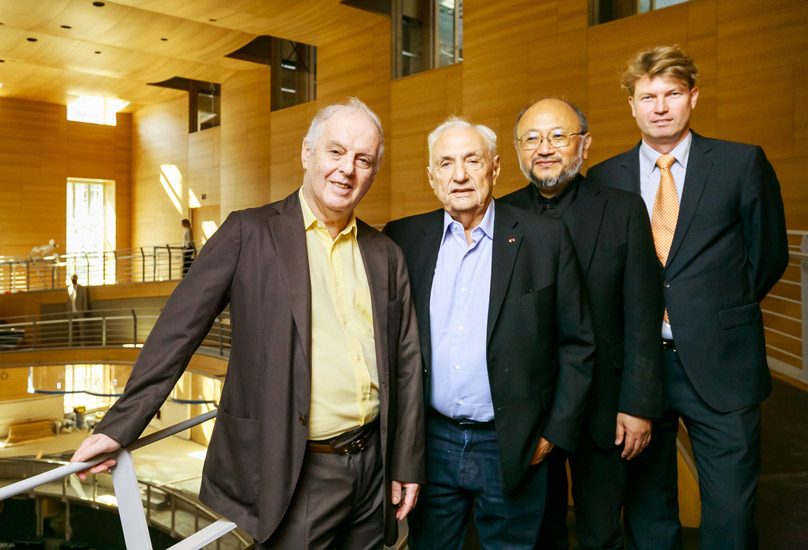Daniel Barenboim, Frank Gehry, Yasuhisa Toyota und Ole Bækhøj, Intendant des Pierre Boulez Saals (v.l.)