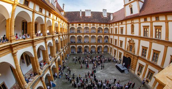 Großer Innenhof von Schloss Eggenberg