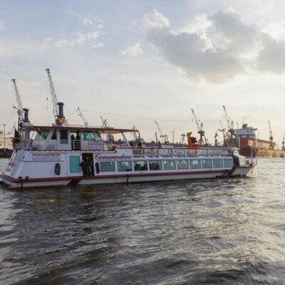 Die MS Commodore im Hamburger Hafen