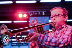 Discover Music: Junge spielt Trompete