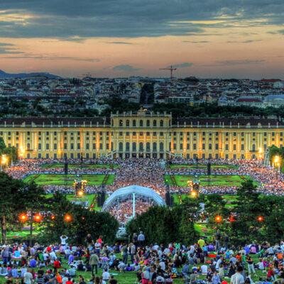 Sommernachtskonzert der Wiener Philharmoniker im Park von Schloss Schönbrunn