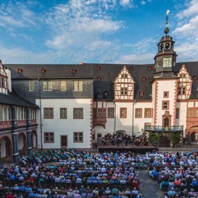 Festspielsommer im Renaissancehof von Schloss Weilburg