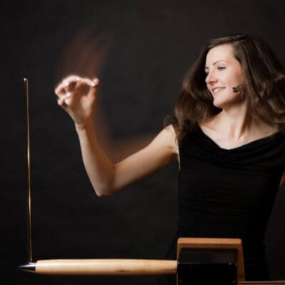 Theremin-Spielerin Carolina Eyck