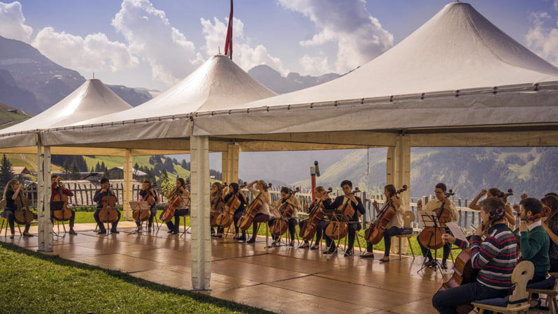 Cello-Orchester bei der Internationale Sommerakademie 2016 in Lenk