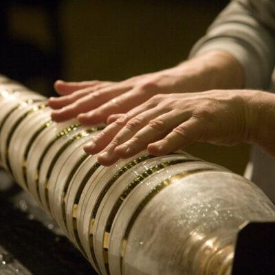Thomas Bloch spielt Glasharmonika