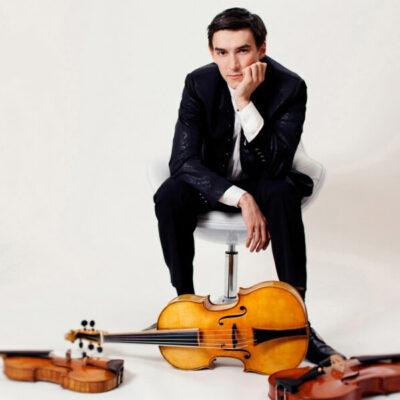 Sergey Malov mit Violine, Violoncello da spalla und Viola