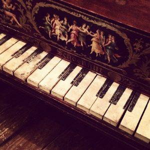 Altes Schoenhut Toy Piano