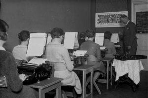 """Unterricht im Fach """"Schreibmaschine"""""""