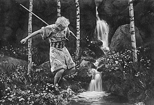 """Siegfrieds Tod. Standbild aus dem Film """"Die Nibelungen"""" von Fritz Lang, 1924"""