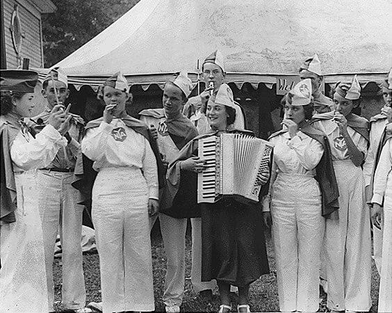 Amerikanische Rhythm Band mit Kazoos, 1936