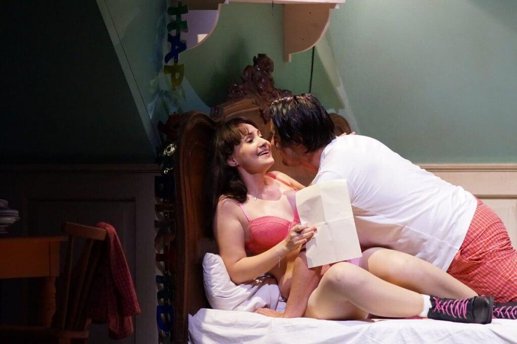 """Szene aus """"Manon"""" am Staatstheater Wiesbaden"""