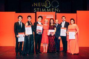 Neue Stimmen 2017: Preisträger, Liz Mohn (Initiatorin und Präsidentin der NEUEN STIMMEN, 4. v.l.) und Dominique Meyer (Direktor der Wiener Staatsoper, Vorsitzender der Jury, 3. v.r.)