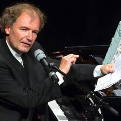 Stefan Mickisch am Klavier