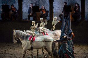 Rossballett zu Mozarts Requiem