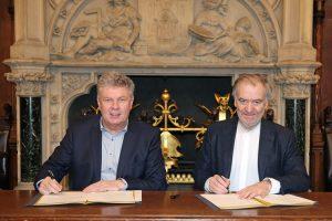 Vertragsunterzeichnung durch Oberbürgermeister Dieter Reiter und Valery Gergiev