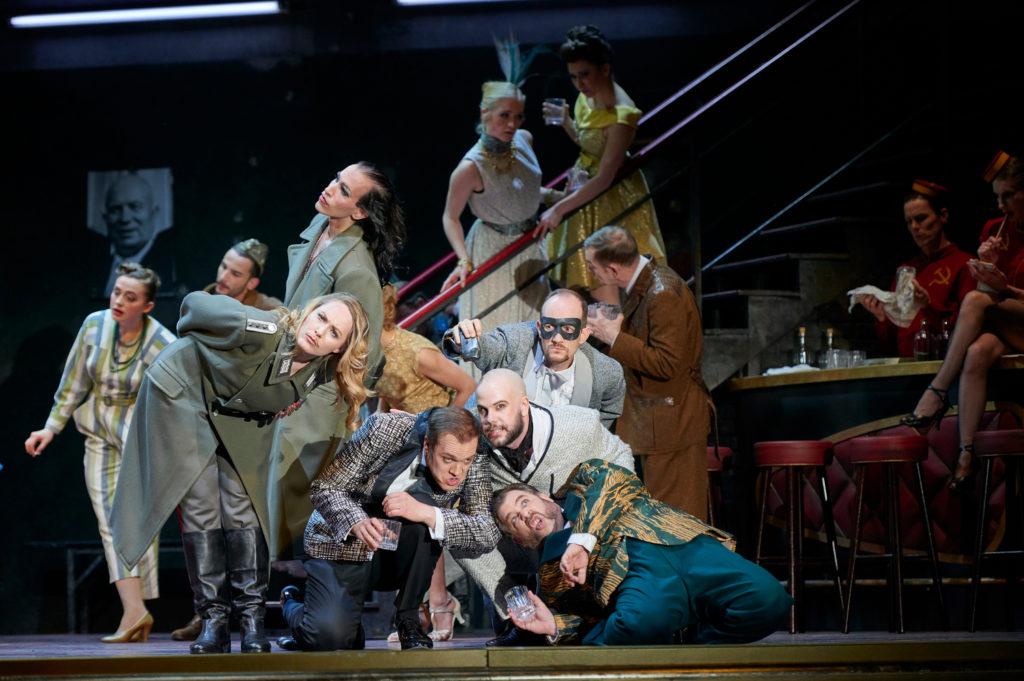 Angela Brower (Prinz Orlofsky), Thomas Blondelle (Gabriel von Eisenstein), Thomas Lehman (Dr. Falke), Markus Brück (Frank)