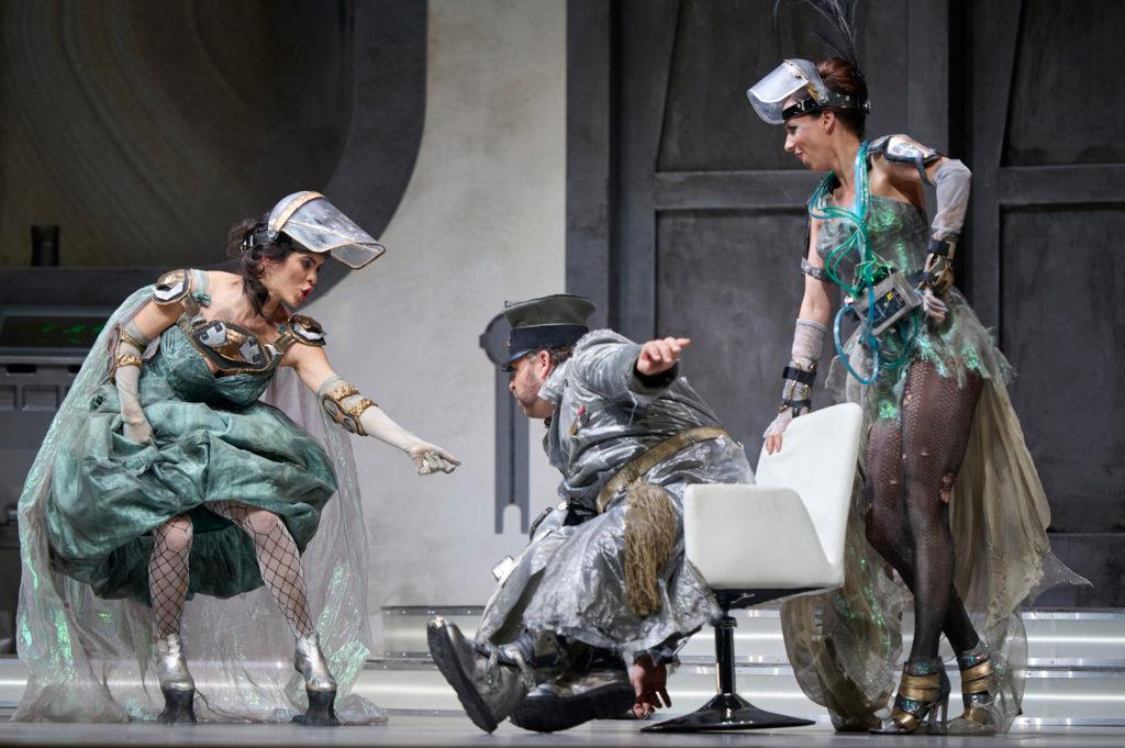 Meechot Marrero (Adele), Markus Brück (Frank), Kathleen Bauer (Ida)