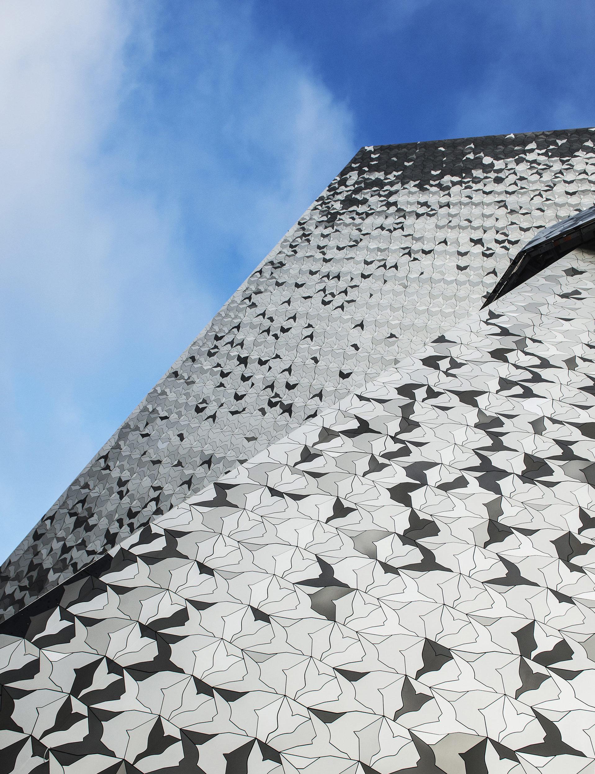 Philharmonie de Paris, Dach mit stilisierten Vogel-Silhouetten