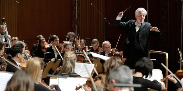 Jukka-Pekka Saraste dirigiert das WDR Sinfonieorchester