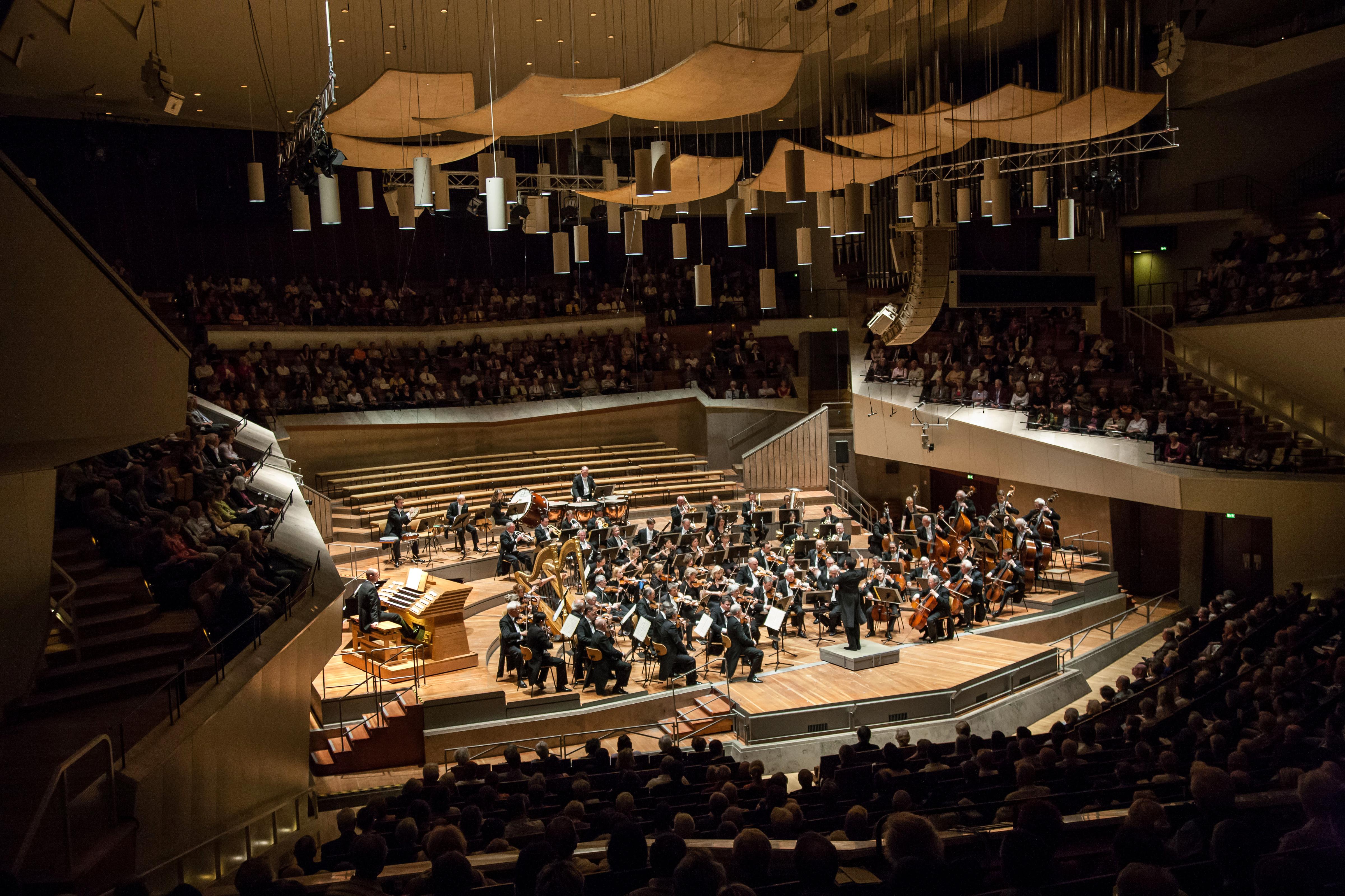 Das Sinfonie Orchester Berlin mit Stanley Dodds in der Berliner Philharmonie