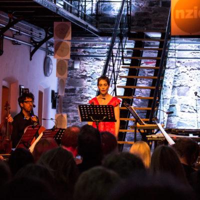 """The Book of Hours. Das Promoteo Trio, Hélène Faucher, Simon Limbrick und Carol Robinson bei der Uraufführung von Jürg Freys Werk """"I Listened to the Wind Again"""""""