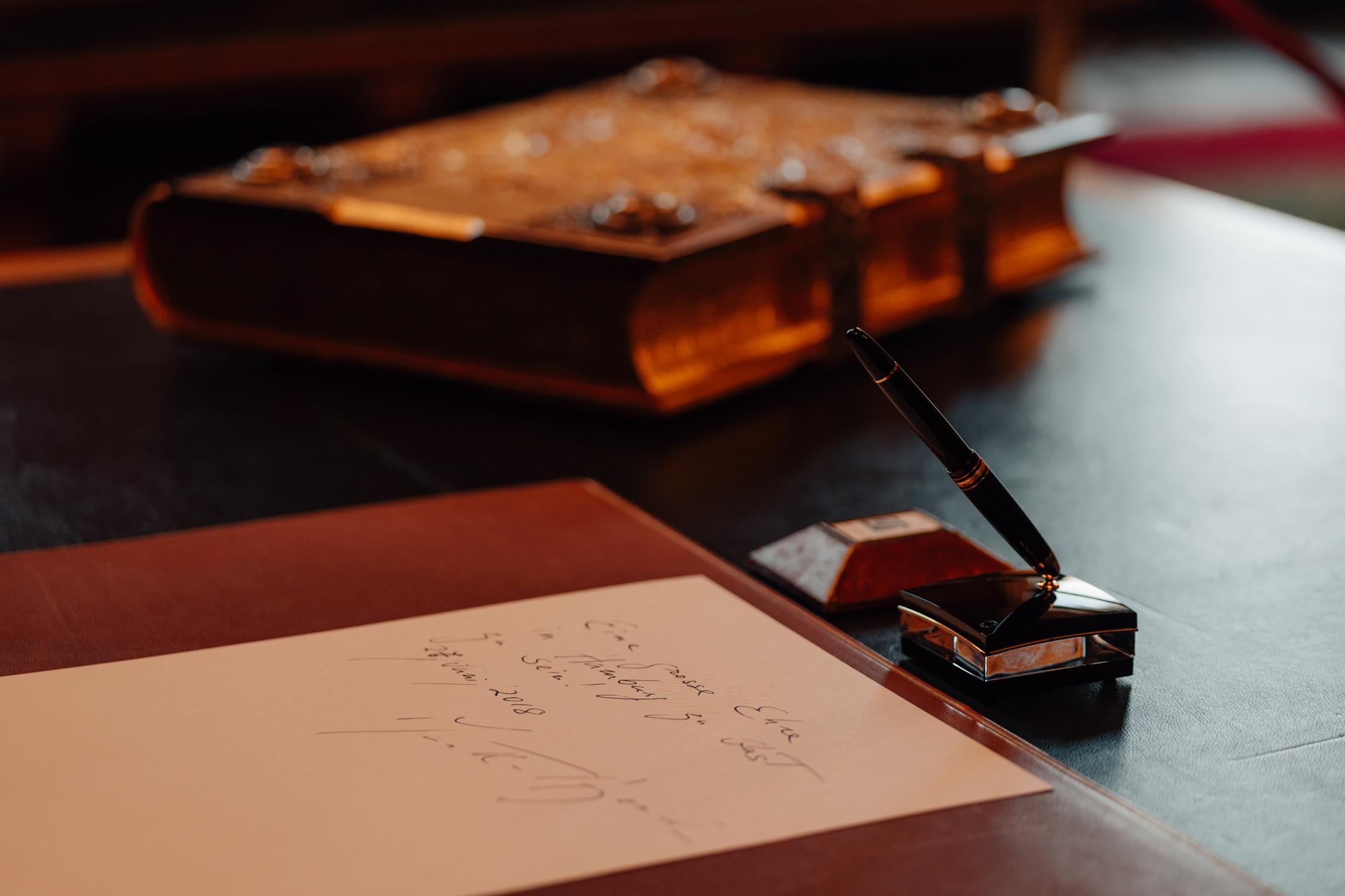 Eintrag von Martha Argerich im Goldenen Buch der Stadt Hamburg