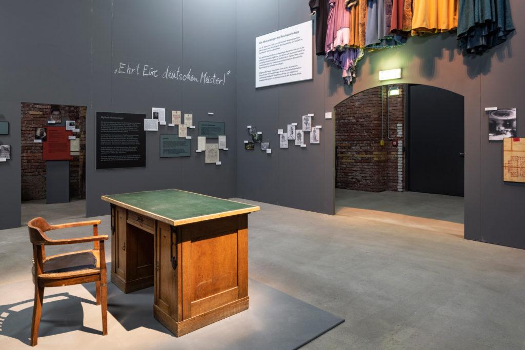 """""""Intendantenbüro"""" in der Ausstellung """"HITLER.MACHT.OPER"""""""
