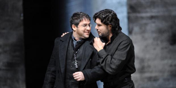 Don Carlo/Deutsche Oper Berlin: Boaz Daniel (Rodrigo, Marquis de Posa, l.) und Massimo Giordano (Don Carlo, r.)