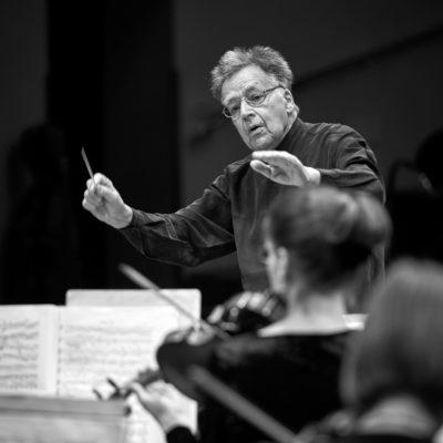 Peter Gülke dirigiert die Brandenburger Symphoniker