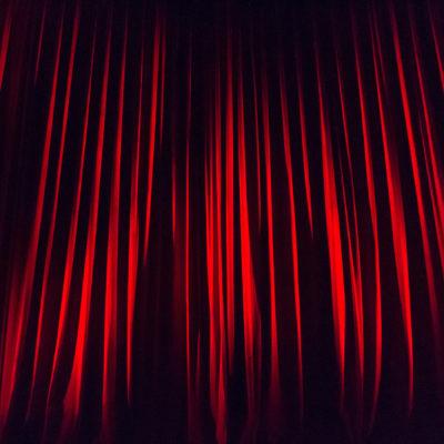 Symbolbild Opern-Vorhang