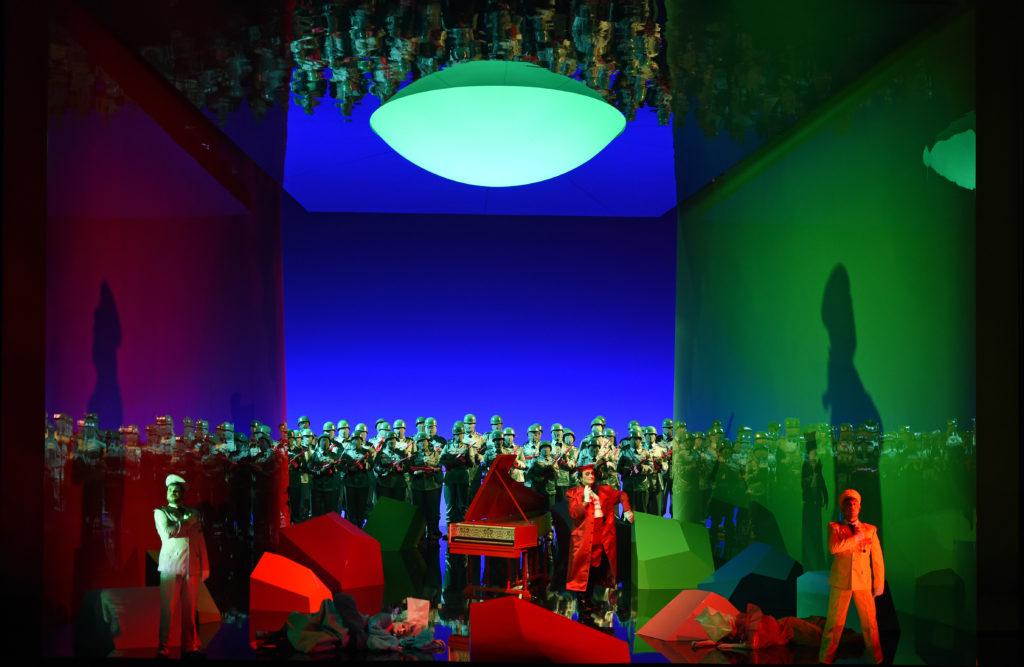 """Ensemble und Chor der Hamburgischen Staatsoper in Mozarts """"Così fan tutte"""" an der Staatsoper Hamburg"""