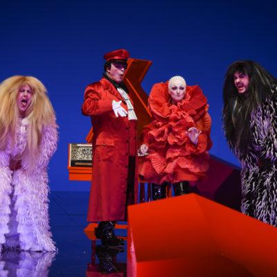 """Dovlet Nurgeldiyev, Pietro Spagnoli, Sylvia Schwartz und Kartal Karagedik in Mozarts """"Così fan tutte"""" an der Staatsoper Hamburg"""