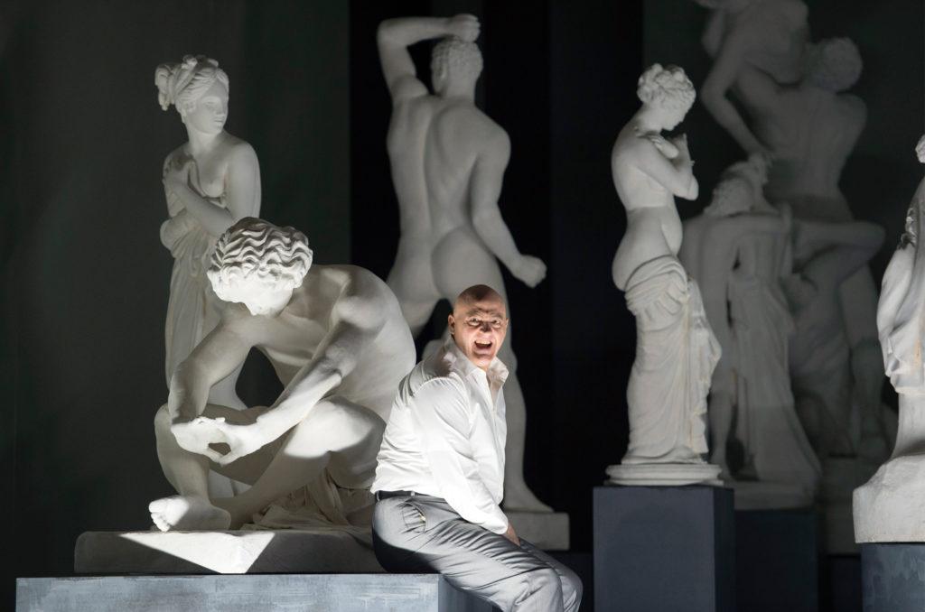 """""""Die Gezeichneten"""" am Opernhaus Zürich mit John Daszak"""