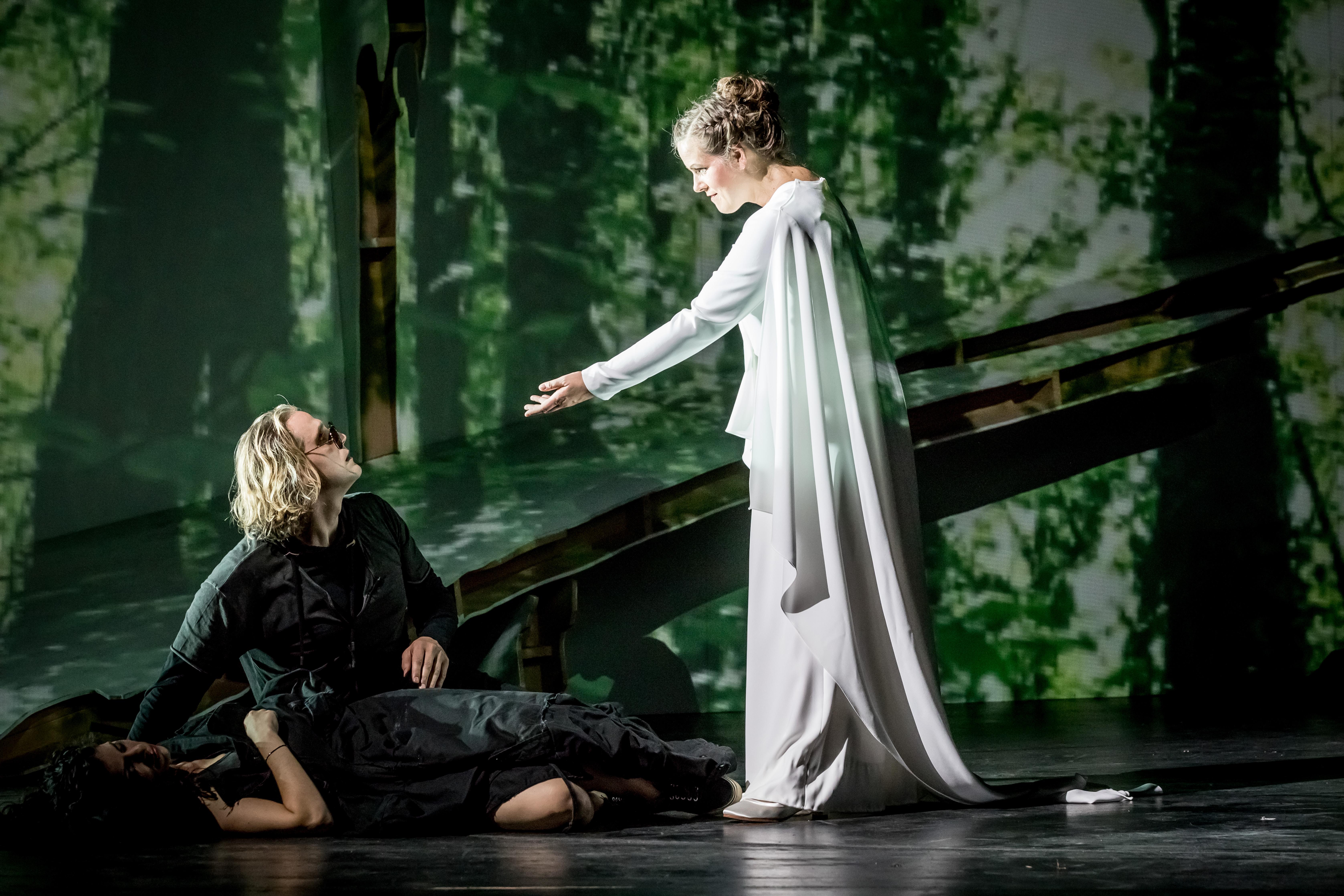 "Noa Danon, Richard Furman und Julia Borchert in Wagners ""Walküre"" am Theater Magdeburg"