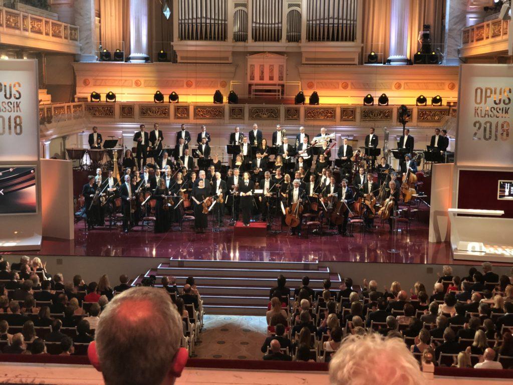 Auf der Bühne: Dirigentin Alondra de la Parra und das Konzerthausorchester Berlin